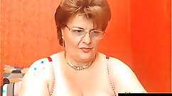 Amateur mature granny dildoing her pussy on cam